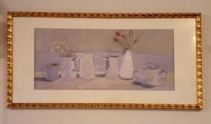 ホワイトを基調とした静物画を額装させていただきました。